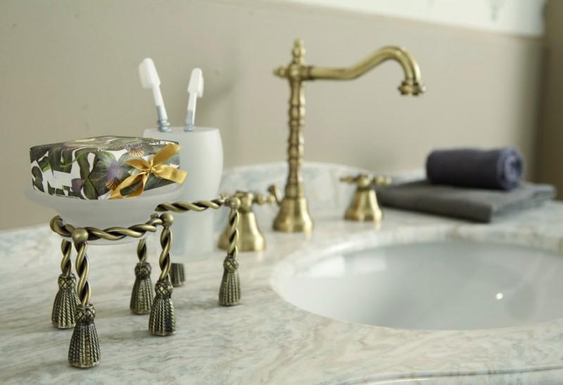 luxus bad zubeh r jugendstil retro waschbecken armatur waschtisch dreilochbatterie altgold. Black Bedroom Furniture Sets. Home Design Ideas